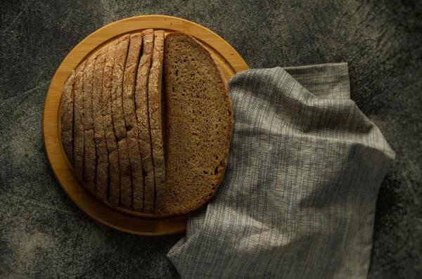 Чому черствіє хліб?